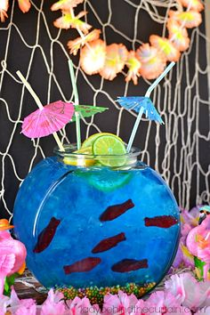 This Fish Bowl Punch is perfect for a pool party, under the sea theme, beach theme or luau! Build your own edible fish bowl rhs Under The Sea Theme, Under The Sea Party, Tiki Party, Festa Party, Fish Bowl Punch, Fish Bowl Drinks, Luau Drinks, Beverages, Punch Bowls