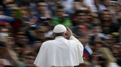 Max Rossi/Reuters - Papa Francisco chega a Praça de São Pedro, no Vaticano, para audiência semanal. Foto: Max Rossi/Reuters