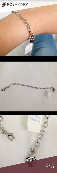 """Silver chain bracelet w/ heart charm Sliver chain bracelet with cute heart charm. """"7. In great condition! Comment with questions and feel free to make an offer! Lia Sophia Jewelry Bracelets"""