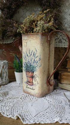 Decoupage Vintage, Vintage Tins, Vintage Crafts, Vintage Decor, Dyi Crafts, Home Crafts, Tin Can Art, Crochet Coaster Pattern, Paint Buckets