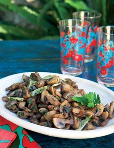 GARLICKY MUSHROOMS: ~ Serves (8) ~ (30) minutes or fewer.  In tapas bars, champiñones al ajillo (garlicky mushrooms) are usually served in small, shallow bowls along with toothpicks.