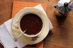 Barbajada milanese - bevanda a base di cioccolato e caffè tipica di Milano