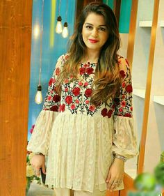 Pakistani Dresses Casual, Pakistani Dress Design, Indian Dresses, Stylish Dresses, Casual Dresses, Fashion Dresses, Feminine Mode, Short Frocks, Sleeves Designs For Dresses
