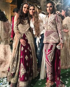 Bollywood Style, Bollywood Fashion, Long Frock, Pakistani Outfits, Types Of Dresses, Indian Designer Wear, Frocks, Lehenga, Bridal Dresses