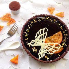 今年のバレンタインには、気合を入れて華やかなこのケーキを◎ チョコ細工の蝶々、数日がかりのオレンジコンフィ、ケーキ本体と時間がかかりましたが満足の出来!! 見た目も味も最高でした꒰*´∀`*꒱ - 165件のもぐもぐ - オレンジとクリームチーズのブラックタルト♩ by cafe053