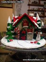 Resultado de imagen para carrusel de navidad muñecos de tela Christmas Holidays, Christmas Crafts, Christmas Decorations, Xmas, Gingerbread House Patterns, Felt House, Rainy Day Activities, Christmas Villages, Joy To The World