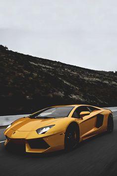 ►Lamborghini Aventador Yellow