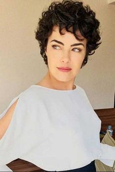Short curly haircuts make sophisticated and stylish look to women's appearance. In this article you will find 20 New Short Curly Hair Styles that we chose for. Short Curly Hairstyles For Women, Curly Hair Styles, Haircuts For Curly Hair, Curly Hair Cuts, Hair Styles 2016, Hairstyles Haircuts, Short Hair Cuts, Bob Hair, Relaxed Hairstyles