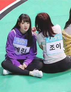 Gfriend-Yerin & Joy (Redvelvet) 180820 ISAC 2018 Kpop Girl Groups, Kpop Girls, Kim Ye Won, Korean Girl Fashion, Red Velvet Joy, G Friend, Woman Crush, Korean Singer, Dancer