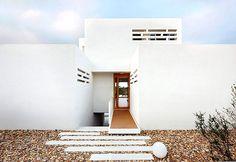 Cala D'Or House - Mallorca, Spain, 2012  Tomeu Ramis Frontera, Aixa del Rey García, Bárbara Vich Arrom  www.flexoarquitectura.com  via designboom.com    for #form