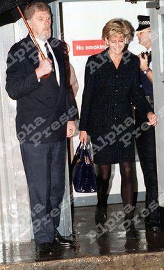 04/11/96 LONDON HEATHROW AIRPORT..PRINCESS DIANA RETURNING FROM HER TRIP TO AUSTRALIA.