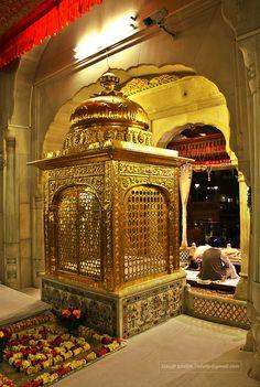 ਸ੍ਰੀ ਅਕਾਲ ਤਖਤ ਸਾਹਿਬ, ਅਮਿ੍ਤਸਰ Sikhism Religion, Temple Room, Guru Nanak Ji, Guru Nanak Jayanti, Harmandir Sahib, Guru Pics, Golden Temple Amritsar, Religious Photos, Temple Architecture