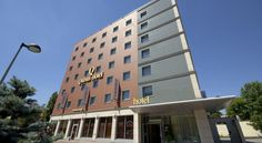 Qubus Hotel Gliwice Gliwice Located in the Gliwice city centre, Qubus Hotel Gliwice offers modern, air-conditioned rooms with free Wi-Fi. In the morning guests can enjoy breakfast buffet with a wide choice of products, including home-made bread, smoked cheeses and meat.