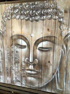Boedha op steigerhout