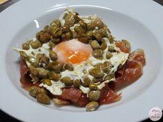 Hogar y Brasas: Habas con jamón y huevo frito.