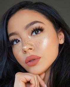 These are the best natural eye makeup looks to try out! These eye makeup looks will flatter everyone for any occasion. Rocking a natural eye makeup is a safe choice that will go with every outfit. Prom Makeup, Girls Makeup, Wedding Makeup, Pageant Makeup, Hair Wedding, Bridal Makeup, Makeup 2018, Homecoming Makeup, Wedding Beauty