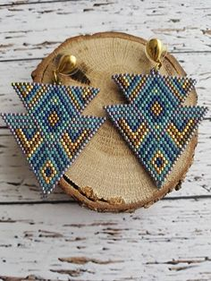 Colored earrings,blue shades earring, gold colored apparatus, 3 centimeter earrings, miyuki bead earrings Enjoy our aque collection with different shapes and color combinations that you can wear in pairs or more - Handmade with miyuki stones and string - Adjustable stripe, easy to
