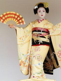 Kamishichiken-Maiko Lady : Ichimari-san 2011 Nishijin Kimono and Obi Festival Located : Kamigamo Shrine, Rakuhoku area in Kyoto. Nov 3, 2011.Flickr - Photo Sharing!