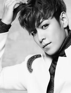 Oh gosh he's flirting me my hearteu #T.O.P #ChoiSeungHyun [logo]