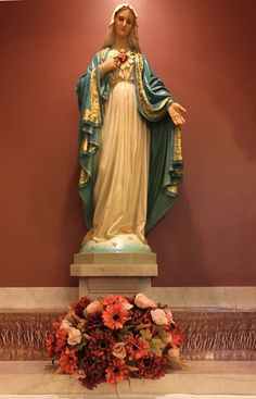 Immaculate Heart of Mary statue from Immaculate Heart Parish in Mercer, PA, USA. http://www.parishesonline.com/scripts/hostedsites/Org.asp?ID=15214 I was there for Mass last Sunday. A very pretty, traditional Catholic Church.