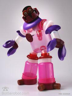 (Fotos Bottlerobot.com ) Nos han alucinado estos robots construidos a partir de tapones de plástico reciclados. Los h...