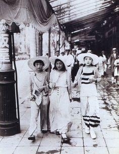 Mogas, in beach pyjama fashion - 1928 - Photo by Kôyô Kageyama