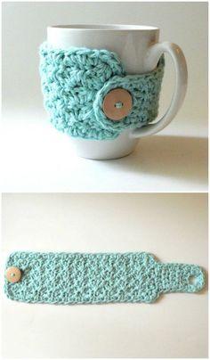 Crochet Coffee Cozy, Crochet Cozy, Free Crochet, Diy Crochet Gifts, Coffee Cup Cozy, Crochet Dolls, Diy And Crafts Sewing, Diy Crafts, Coffee Cozy Pattern