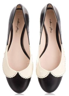 Collars on ballerina flats