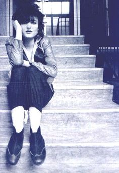 Siouxsie staircase mystery (Pennie Smith) DC Collection