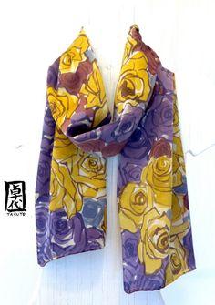 Pintado a mano bufanda Floral de seda bufanda por SilkScarvesTakuyo, $149.00
