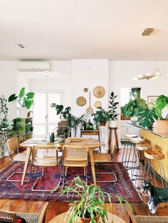 This New Zealand Home in a Converted Factory Is a Plant Lover's Dream - Bohemian Home Kitchen Modern Bohemian Decor, Bohemian Interior Design, Interior Design Living Room, Bohemian Lighting, Auckland, Interior Bohemio, Lofts For Rent, Cosy Home, New Zealand Houses