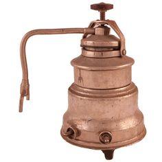 ANTIGUA CAFETERA SOLAC DE EIBAR En metal. Medidas: 23 cm. de altura. En base pone Solac Eibar. 110/125 V. y 300 W.