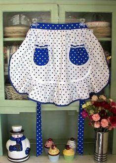 1943 White & Blue Poka Dot Apron - I really love this one! Retro Apron, Aprons Vintage, Vintage Sewing, Cute Aprons, Jolie Lingerie, Linen Apron, Sewing Aprons, Apron Designs, Look Vintage