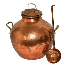 Visually magnificent, authentic ancient traditional copper Egyptian national dish (ful mudammas) cooking pot (bean pot) with cover (lid)and ladle. Copper Pots, Copper Kitchen, Rustic Kitchen, Kitchen Decor, Kitchen Ideas, Kitchen Craft, Copper Metal, Kitchen Tips, Still Life