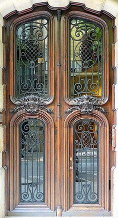 Casa Antònia Puget 1904 Architects: Roc Cot i Cot / Ramon Viñolas i Llosas Art Nouveau Architecture, Beautiful Architecture, Beautiful Buildings, Architecture Details, Cool Doors, Unique Doors, Entrance Doors, Doorway, Barcelona