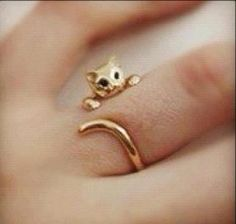 Gold or silver cat ring from PMC clay Cute Jewelry, Jewelry Box, Jewelry Accessories, Fashion Accessories, Fashion Jewelry, Jewellery, Metal Jewelry, Jewelry Ideas, Jewelry Rings