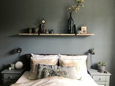 Binnenkijken bij Amber - De Wemelaer - Apocalypse Now And Then Girls Bedroom, Master Bedroom, Panel Bed, New Room, Bed Pillows, Furniture Design, Loft, New Homes, Room Decor