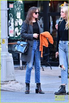 Dakota Johnson Street Style, Dakota Style, Dakota Jhonson, Cowgirl Style Outfits, Dakota Mayi Johnson, Gucci Boots, Orange Jacket, Lany, Models