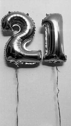 21st Birthday Decorations, Birthday Garland, Birthday Cakes For Teens, Birthday Backdrop, Happy 20th Birthday, Happy Birthday Pictures, 18th Birthday Party, Girl Birthday, 21 Balloons