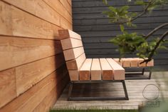 Stoere Loungebank door Houtkwadraat voor in de tuin | Robust Lounge Bench by Houtkwadraat for the garden