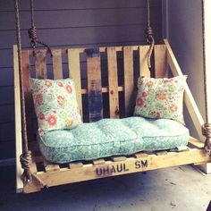 Pallet Furniture Projects Wooden Pallet Swing Chair Ideas - As you can easily get hold of wooden pallets, therefore, they are an essential part of your DIY projects. Pallet Patio Furniture, Outdoor Furniture Plans, Furniture Ideas, Pallet Bench, Pallet Swings, Cheap Furniture, Garden Furniture, Wooden Pallet Projects, Pallet Crafts