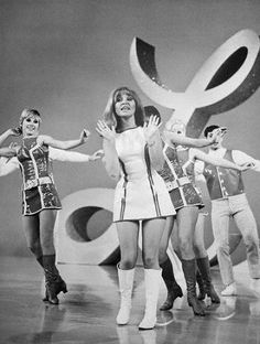 Boots fashion girls of years 60s 70s • Moda stivali e minigonne anni 1960 1970