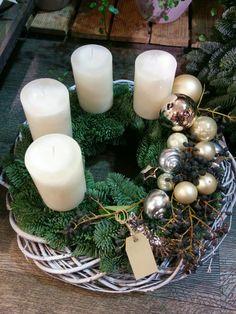 Crochet Christmas Wreath, Christmas Wreaths, Christmas Crafts, Silver Christmas Decorations, Christmas Centerpieces, Christmas Time, Merry Christmas, Giant Wall Art, Creative Inspiration