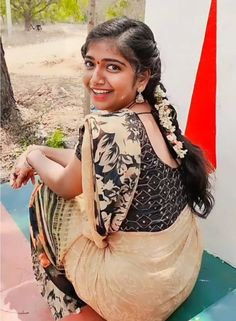 Beauty Full Girl, Real Beauty, Asian Beauty, Beautiful Girl In India, Beautiful Saree, Blouse Patterns, Blouse Designs, South Indian Actress Hot, Saree Navel