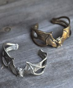 bat rings... oh these would go with my bat earrings! <3
