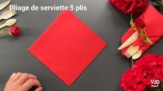 Paper Napkin Folding, Christmas Napkin Folding, Folding Napkins, Christmas Napkins, Simple Napkin Folding, Serviettes Roses, Paper Serviettes, Black Napkins, Diy Party Decorations