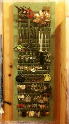 Jewerly Organizer Diy Shutter 53 Ideas For 2019 – schmuck organizer diy Jewelry Organization, Jewellery Storage, Jewellery Display, Household Organization, Diy Jewelry Holder, Diy Jewelry Making, Shutter Projects, Diy Projects, Diy Shutters