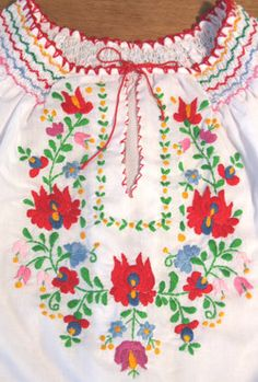 Hungarian needlework......so fresh and pretty