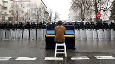 BBC News - #BBCTrending: Playing the piano to riot police in Ukraine