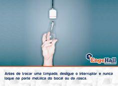 Lembre-se também de segurar pelo vidro e não aplicar muita força, pois a lâmpada poderá quebrar e ferir sua mão.